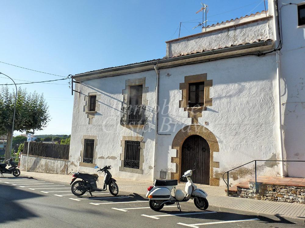 Casa con encanto y estilo catal n en venta en el centro de begur - Casa en catalan ...