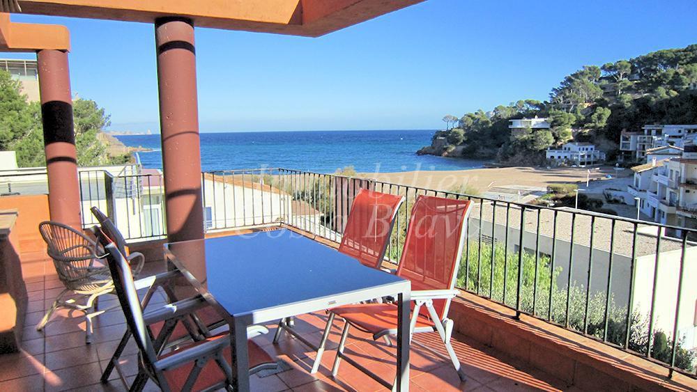 Maison jumel e en parfait tat vendre avec vue la mer et for Achat maison costa brava
