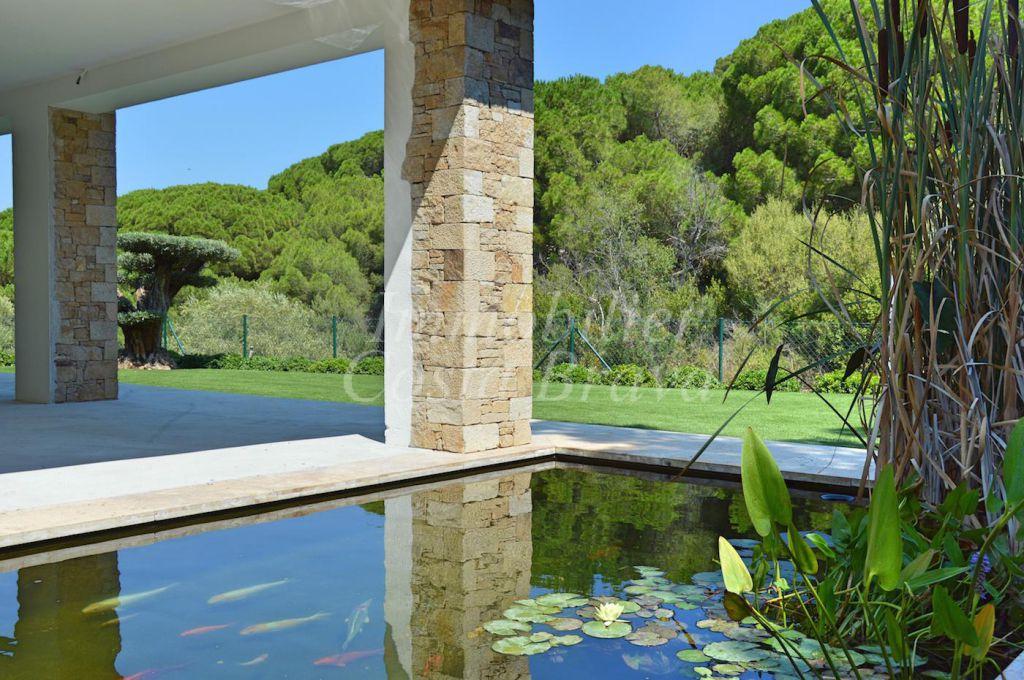 Belle villa de nouvelle construction et de style moderne for Nouvelle salle de bain moderne