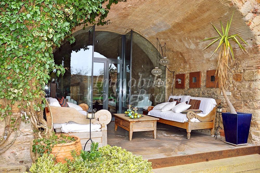 Espectacular casa rustica en venta rodeada de un gran for Jardin casa rustica