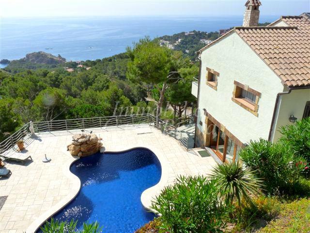 Villa vendre situ e en bord de mer tamariu aiguaxelida for Achat maison costa brava