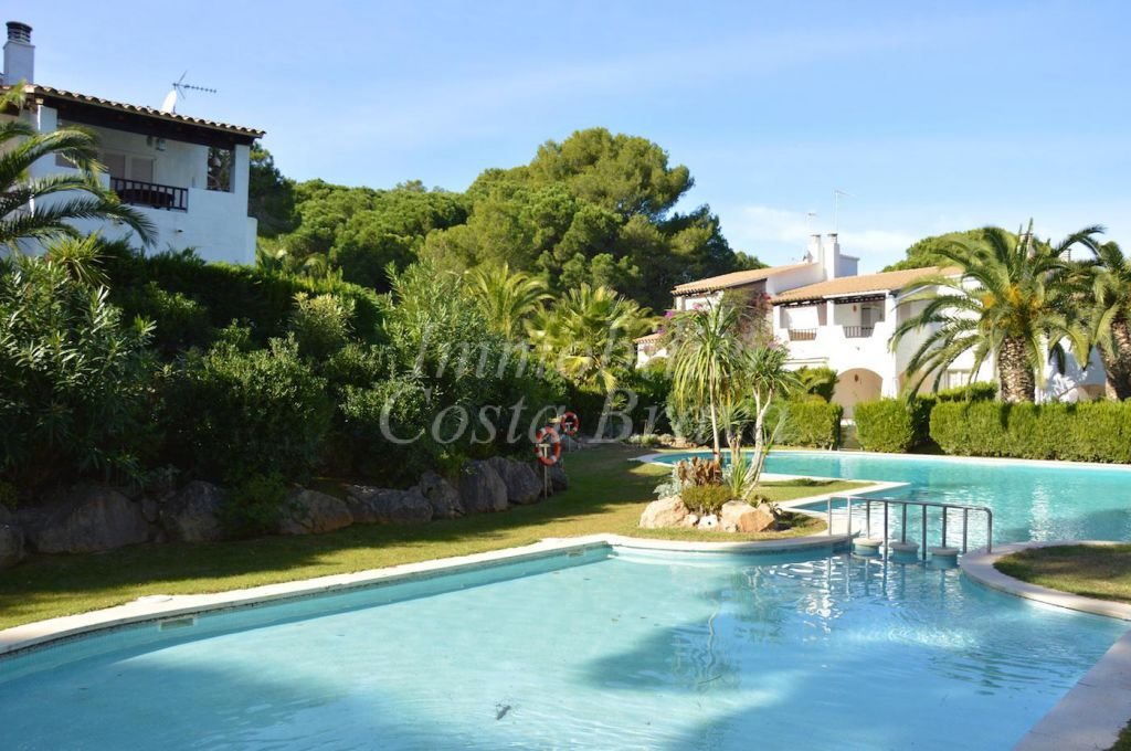 Agradable casa de comunidad con piscina comunitaria en - Piscina de playa ...