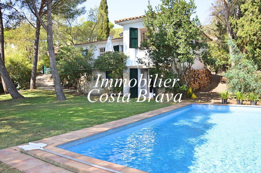 Jolie maison avec piscine vendre situ e 2 km de begur for Achat maison costa brava