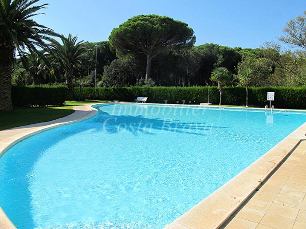 Tico reformado con piscina privada en venta en la playa for Piscina atico