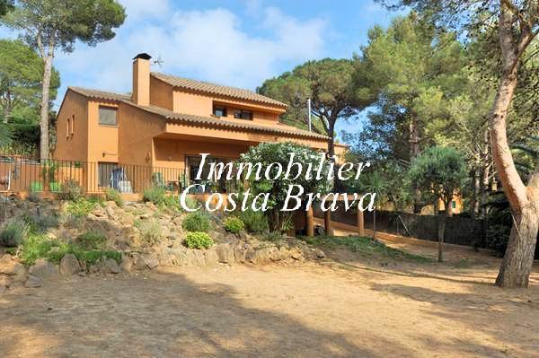 Maison ensoleill e avec jardin et piscine vendre for Achat maison costa brava