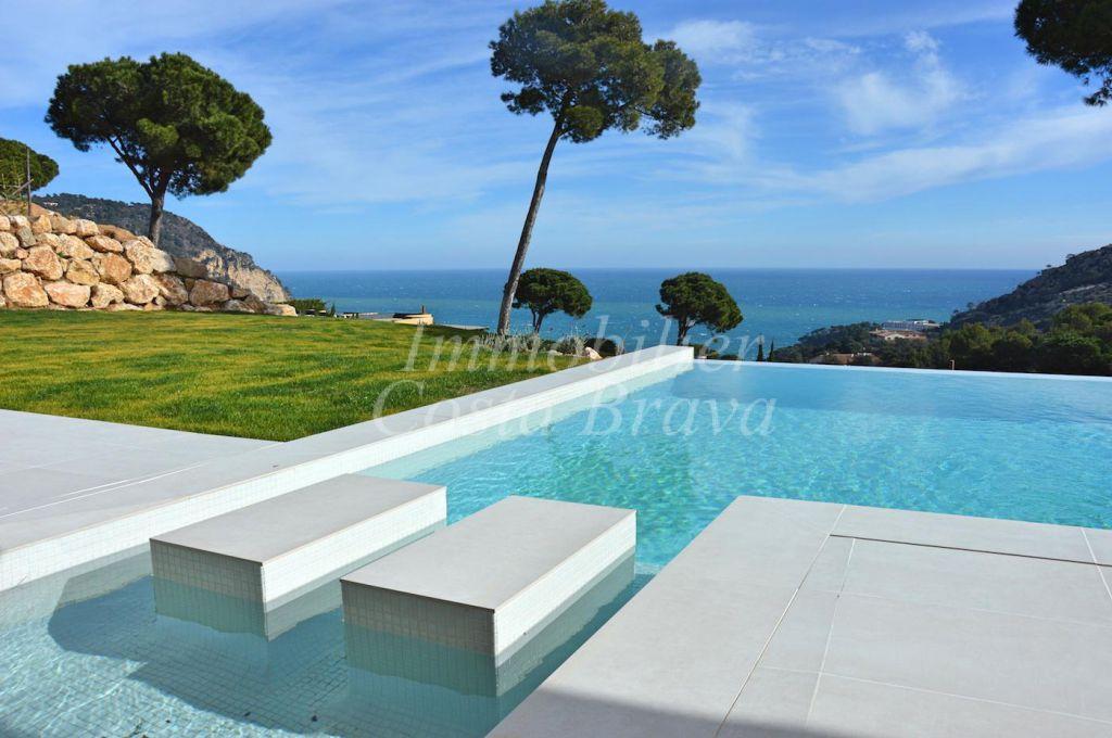 Magnifique villa de nouvelle construction avec vues sur la for Frais nouvelle construction