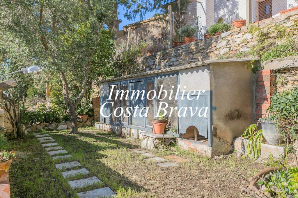 Encantadora casa de piedra con jard n privado en venta en el coraz n de begur - Venta de piedras para jardin ...