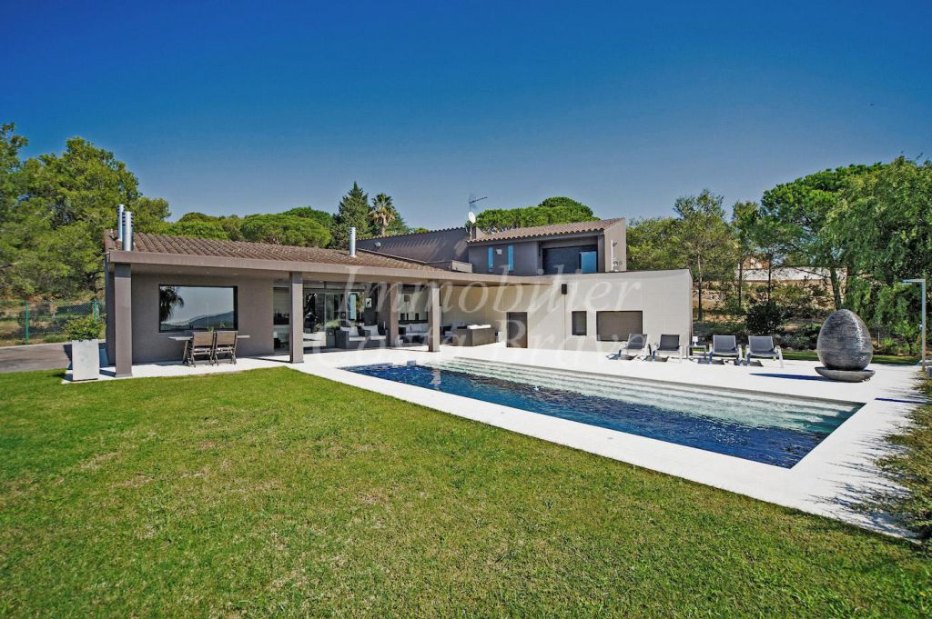 Villa for sale in Begur