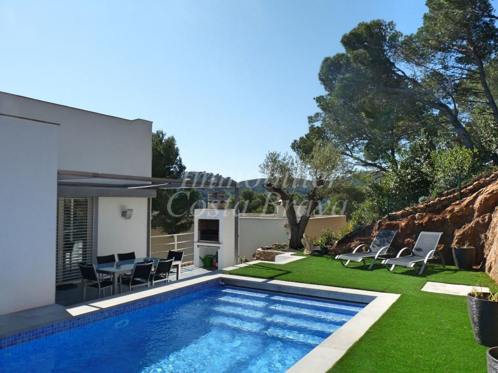 Modern House For Sale With Beautiful Views In Sa Tuna Begur
