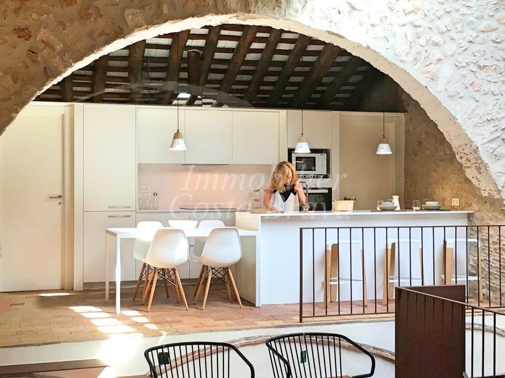 Maison ancienne de village renovée à vendre à 4,5km de L\'Escala