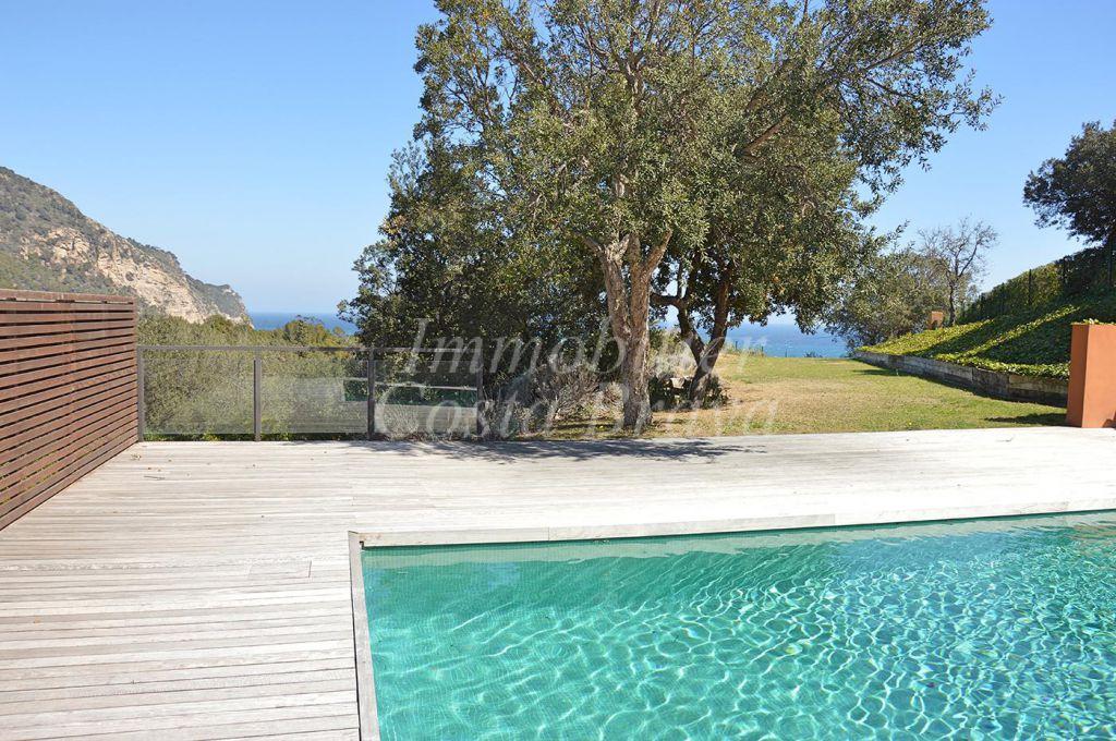 Casa moderna en venta en begur aiguablava for Casa moderna blanca con piscina