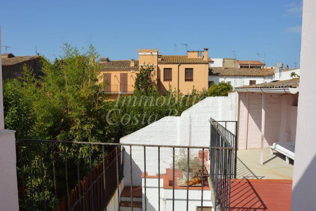 town house full of charm with patio and terraces for sale in the heart of palafrugell - Patio Town