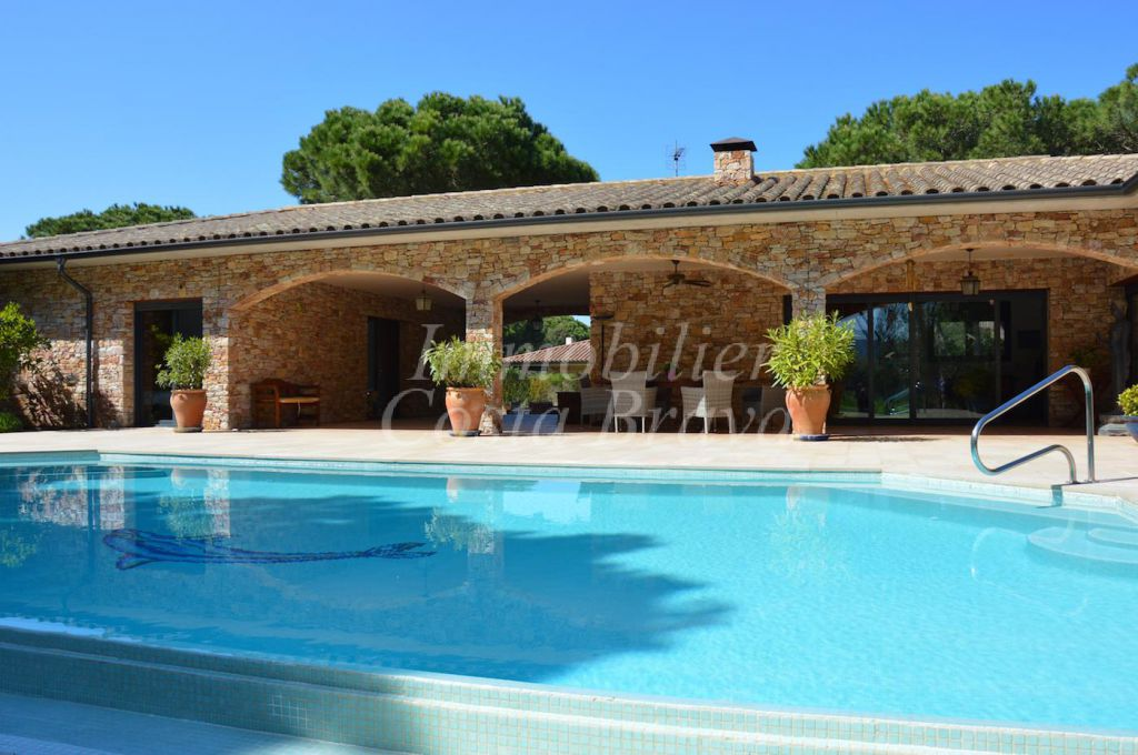 Exclusive Villa For Sale Located Inside The Golf Course Between