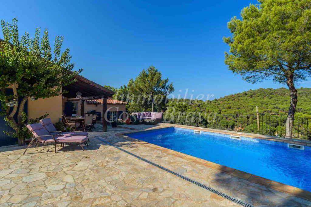 Casa Soleada Con Piscina Terraza Y Bonitas Vistas En Venta